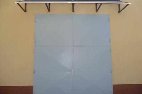Vrata včetně přístřešku