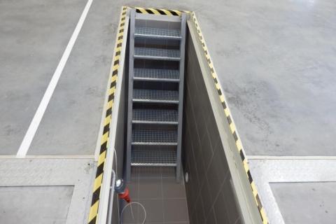 Schody do montážní jámy STK