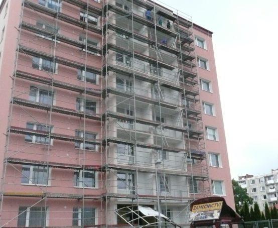 balkony-bytoveho-domu-roznov