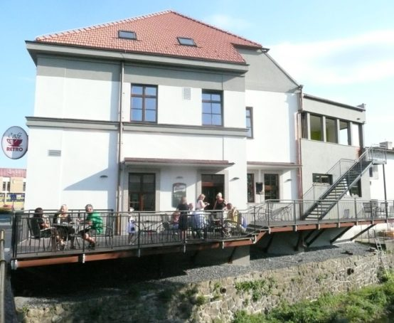 ocelova-konstrukce-terasy-restaurace-vizovice